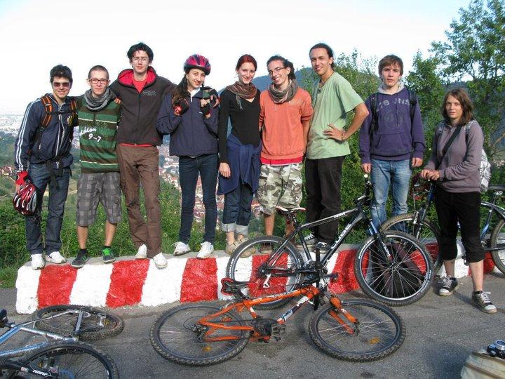 Poza de grup (de la stânga la dreapta): David, Andrei, Eyal, Amalia, Corina, eu, Tudor, Dragoş, Doro. We rock.