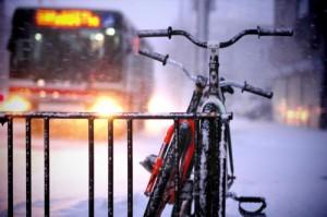 Gheaţă + bicicletă = bad combo!