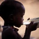 Africanii mor de sete iar noi spălăm nimicul...