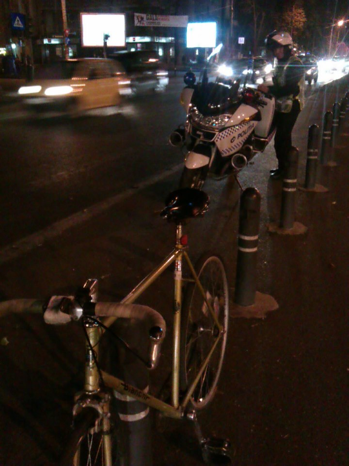 Am luat amendă 420 RON pentru că mergeam cu bicicleta pe carosabil