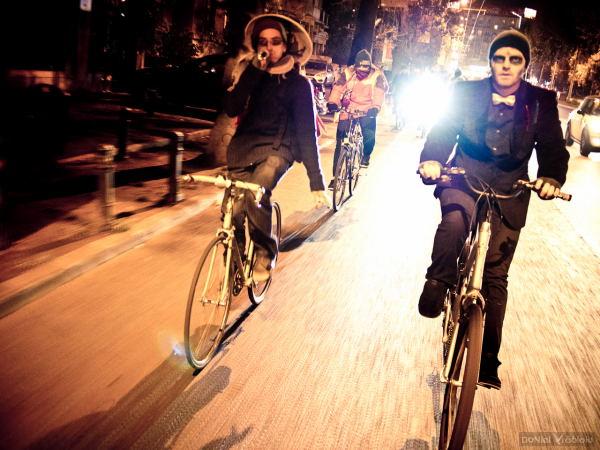 Am băgat sperieţii în şoferi - BikeWalk de Halloween