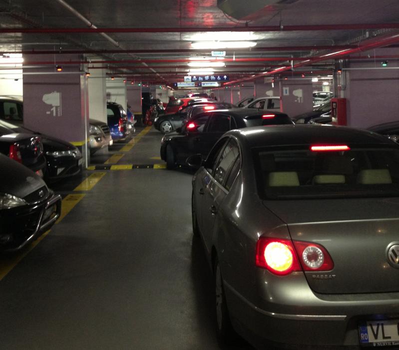 Party în noua parcare de la Universitate!