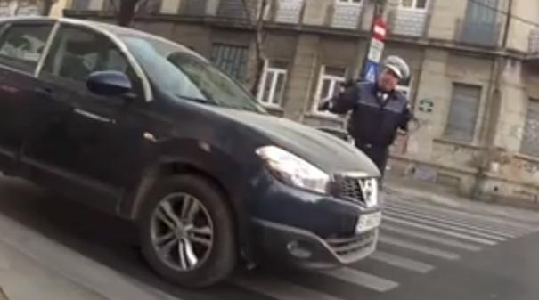 Un polițist care-și face treaba
