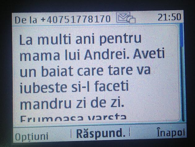 Experiment pe Facebook: vă rog să-i dați SMS-uri lui mama