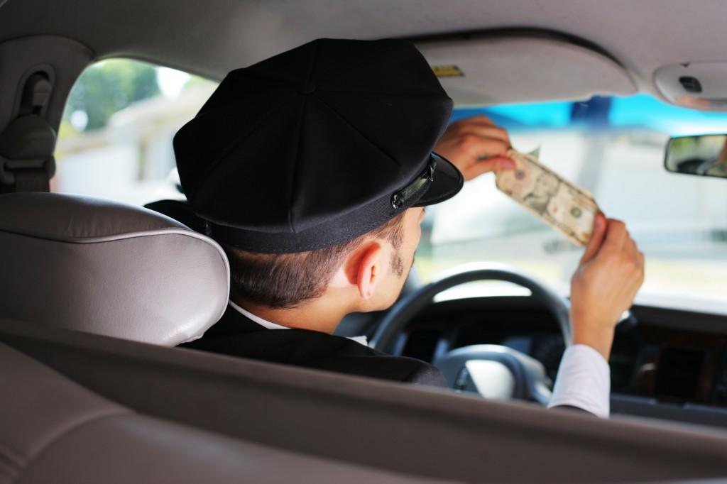 Cum fac taximetriștii din București un ban în plus