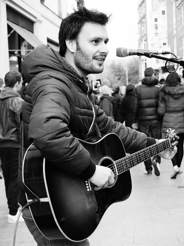A plecat din România ca să cânte pe străzile Dublinului