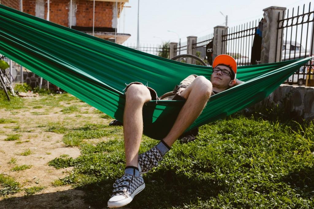 Nu călcați iarba, stați la un picnic pe ea...