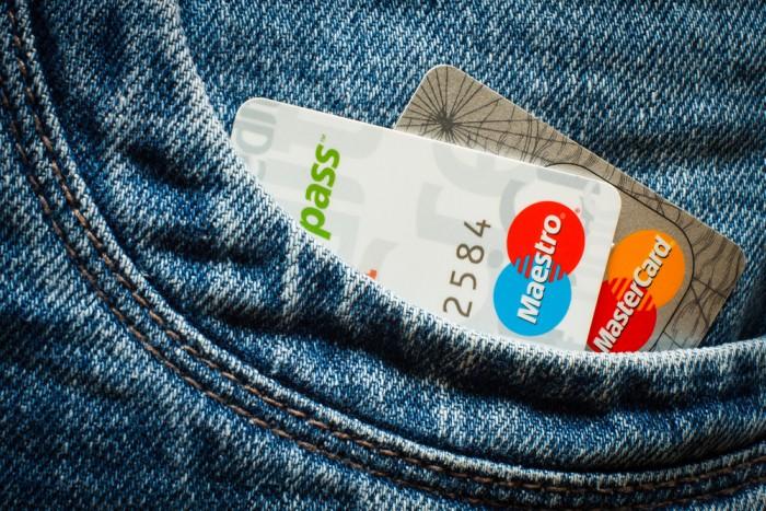 Provocare: să plătesc o lună doar cu cardul
