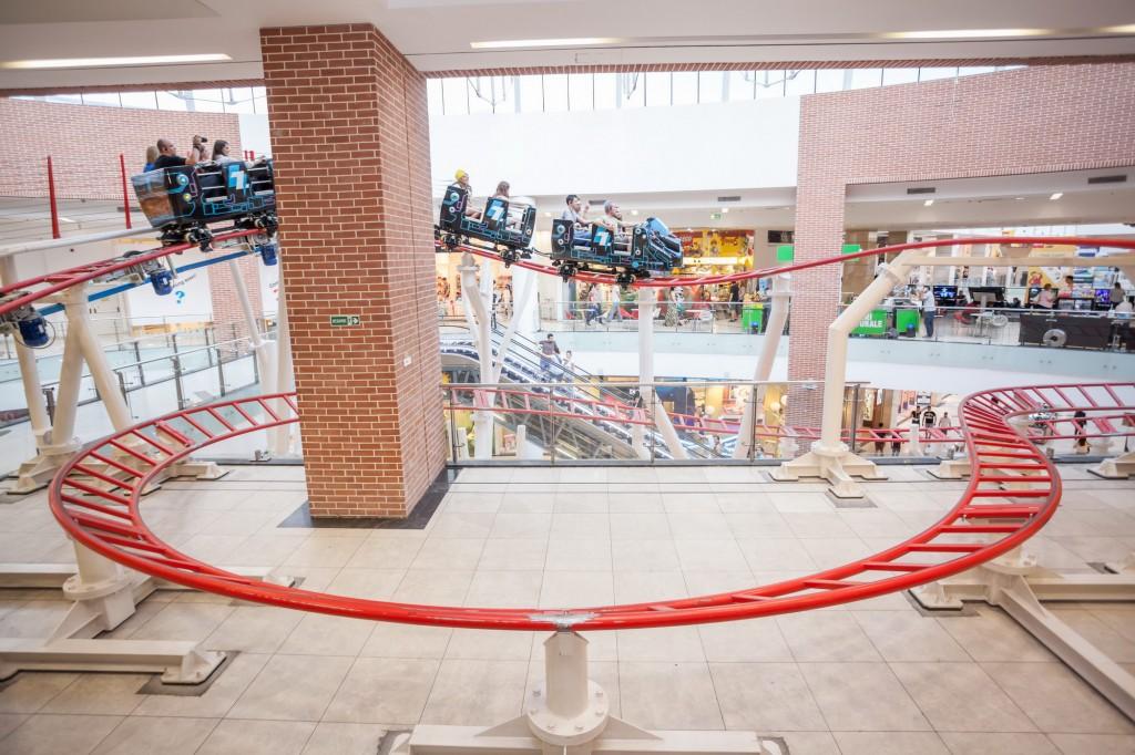singurul roller coaster dintr-un mall din Europa de Est