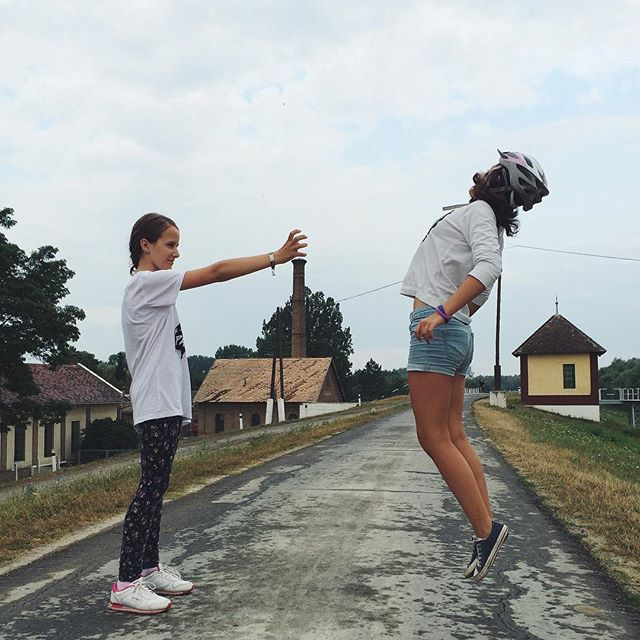 13 poze cu oameni în aer