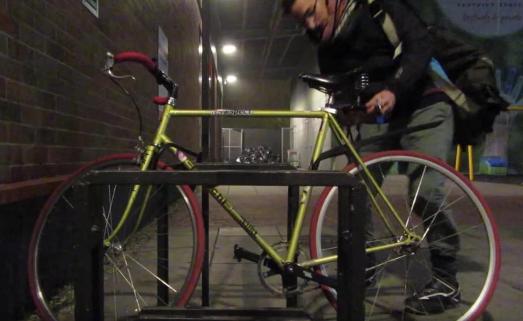 De ce nu-mi leg bicicleta