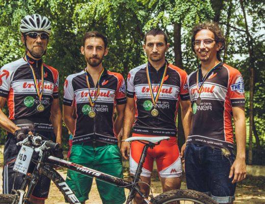 Tânăru', Matincă, Dinu Cătălin și eu după o competiție biciclistică (vara 2014 cred)